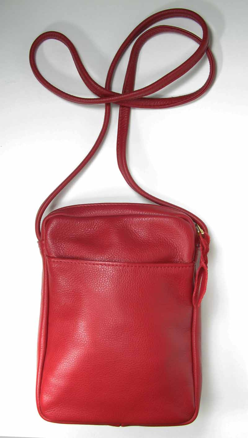 Small Flat-Bottom Swing Pack in Red