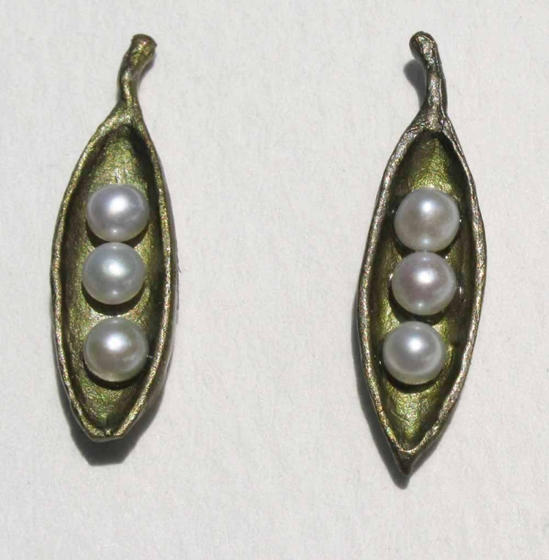Pea Pod Petite Drop Earring with Pearls
