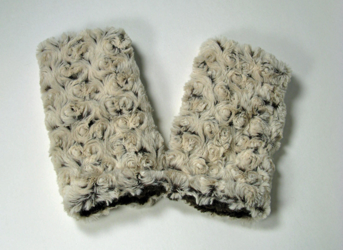 Fingerless Gloves in Brown Rosebud/Cuddly Brown