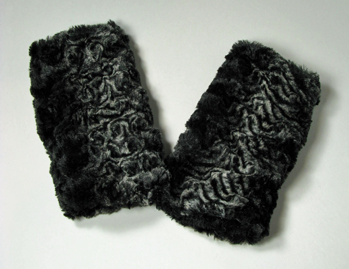 Fingerless Gloves in Smoky Essence/Black Cuddly Faux Fur