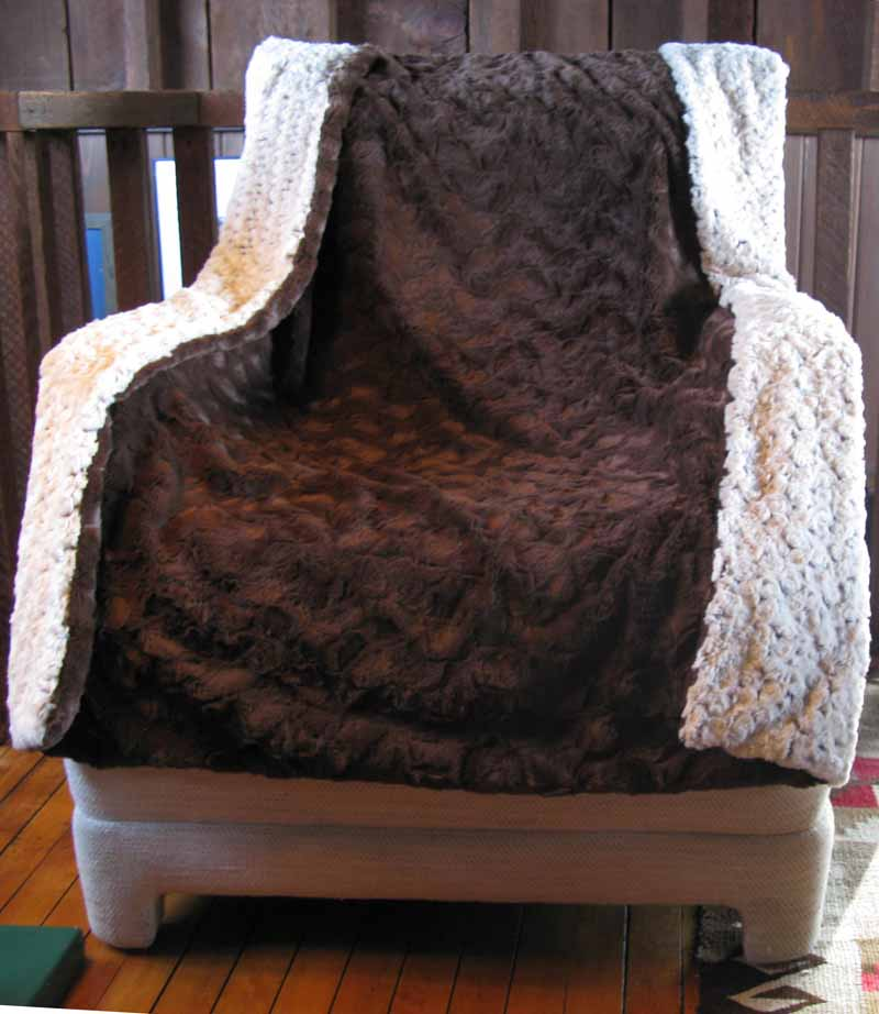 Blanket Throw in Brown Rosebud/Cuddly Brown Faux Fur