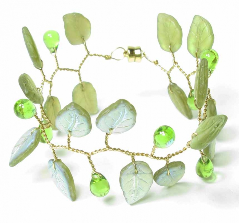 Lace Leaf Bracelet in Olivine