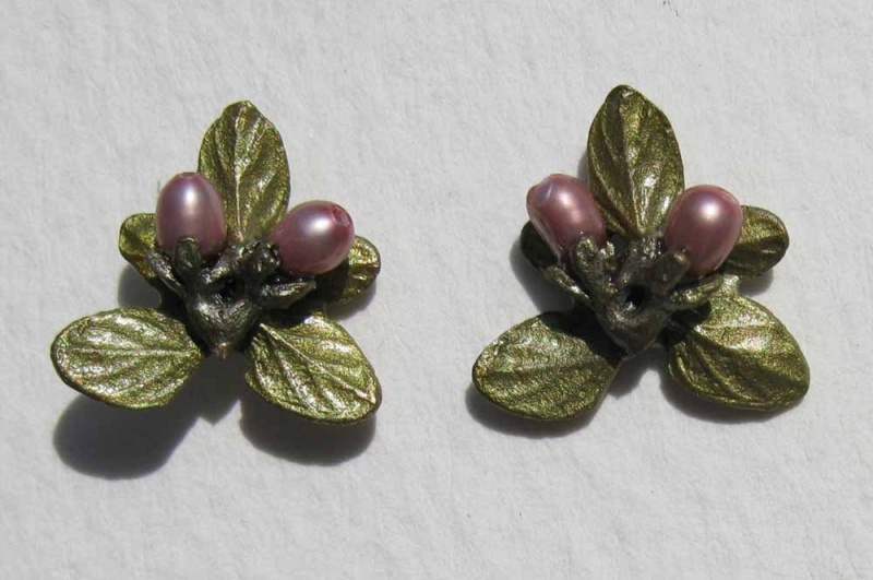 Thyme Post Earrings with Pearls