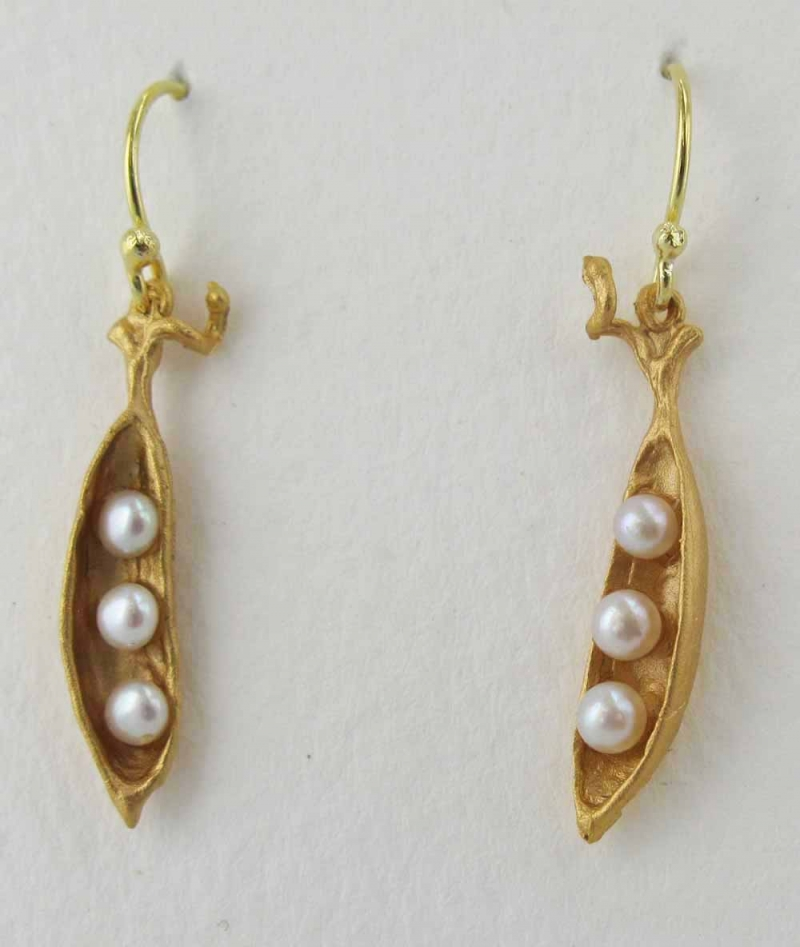 Small Pea Pod Drop Earring with Pearls