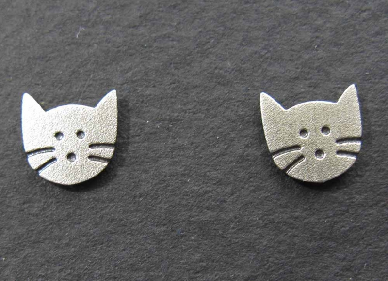 Kitty post earrings