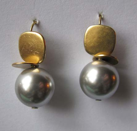 Soft Gold Earrings with Grey Pearl