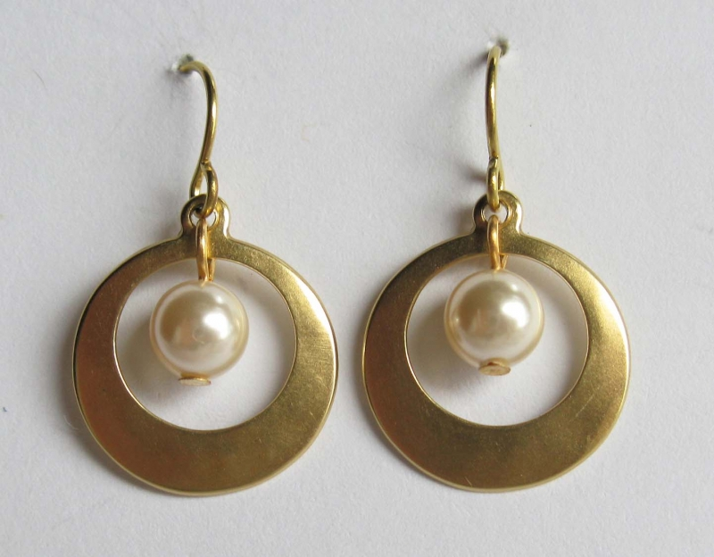 Ring around the Pearl Earring
