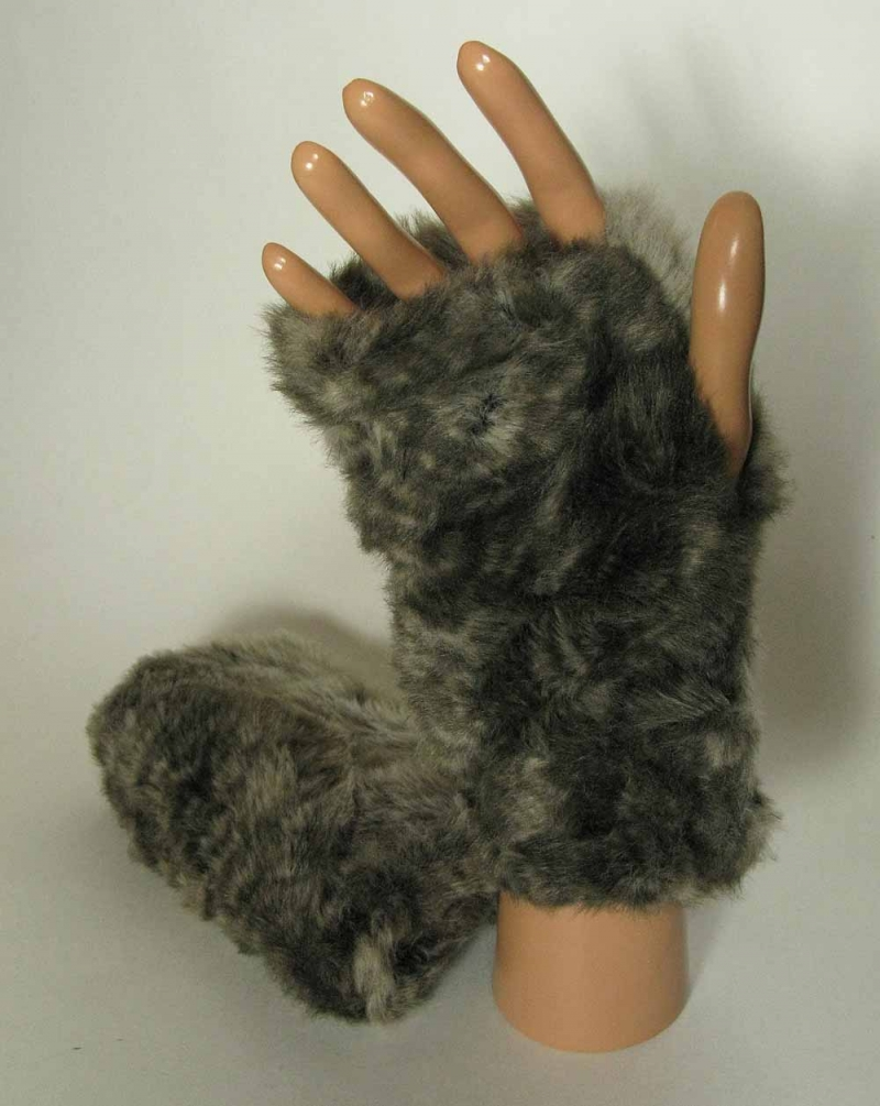 Faux Fur Fingerless Gloves in Fawn