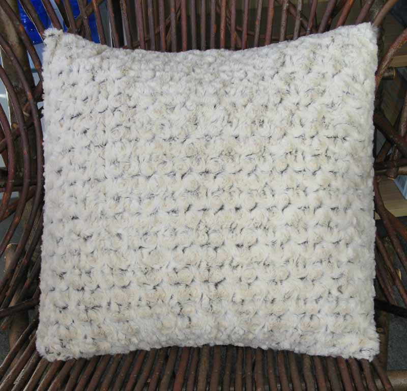 Throw Pillow in Faux Fur - Rosebud Brown